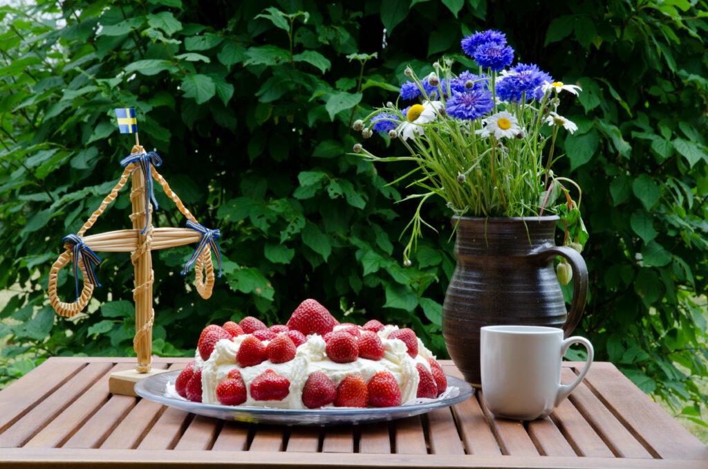 Midsommar tårta med jordgubbar